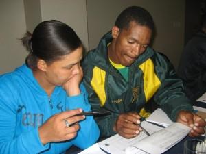Johanna und Mark von der Plantage Bergendal loesen Uebungsaufgaben