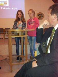 Die Schülerinnen Merle Kaminski und Helena Schäffler über die Bedeutung des Fairen Handels