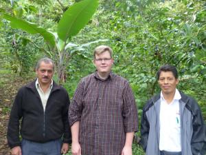 Gemeinsam unterwegs in der Kaffee-Pflanzung