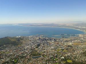 Blick vom Tafelberg über Kapstadt und Tafelbucht.