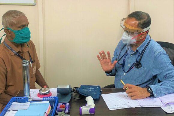 Dr. Bobby Joseph, Arzt im öffentlichen Gesundheitswesen bei der Arbeit.