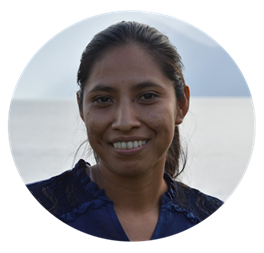 Imkerin bei der Honig-Fairtrade Kooperative Copiasuro in Guatemala