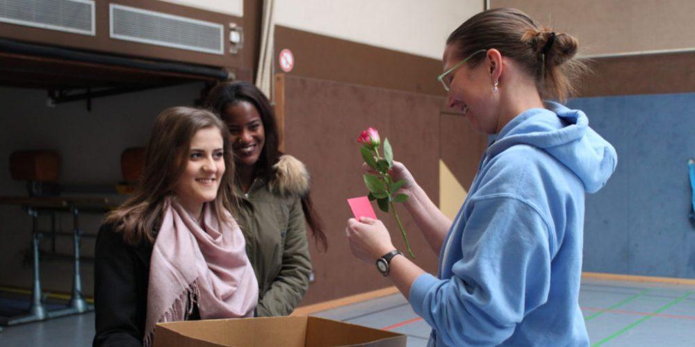 Rosenaktion beim Städtischen Gymnasium Hennef